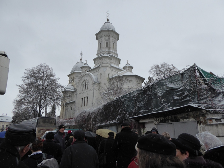 Assembing in Torda near the Orthodox Church