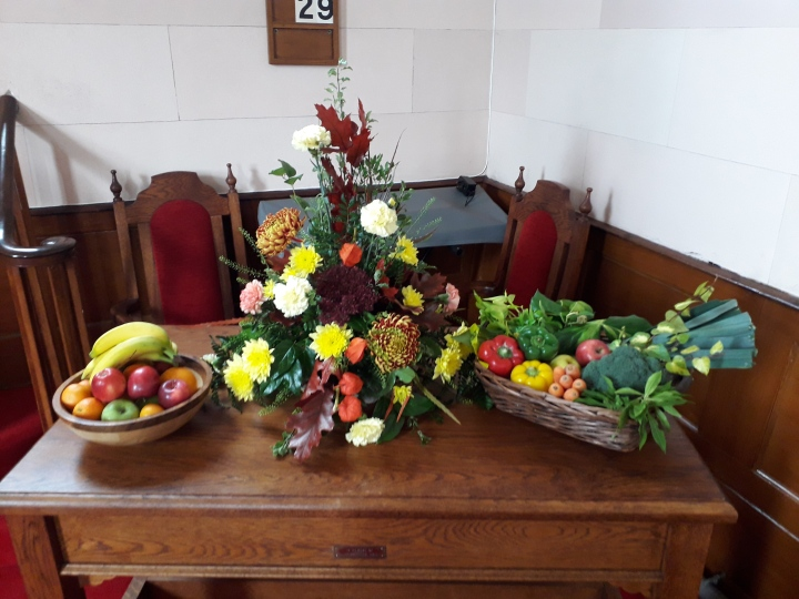 Clough Harvest table