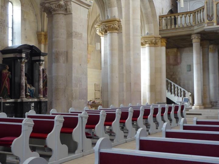 gyulafehervar cathedral pews