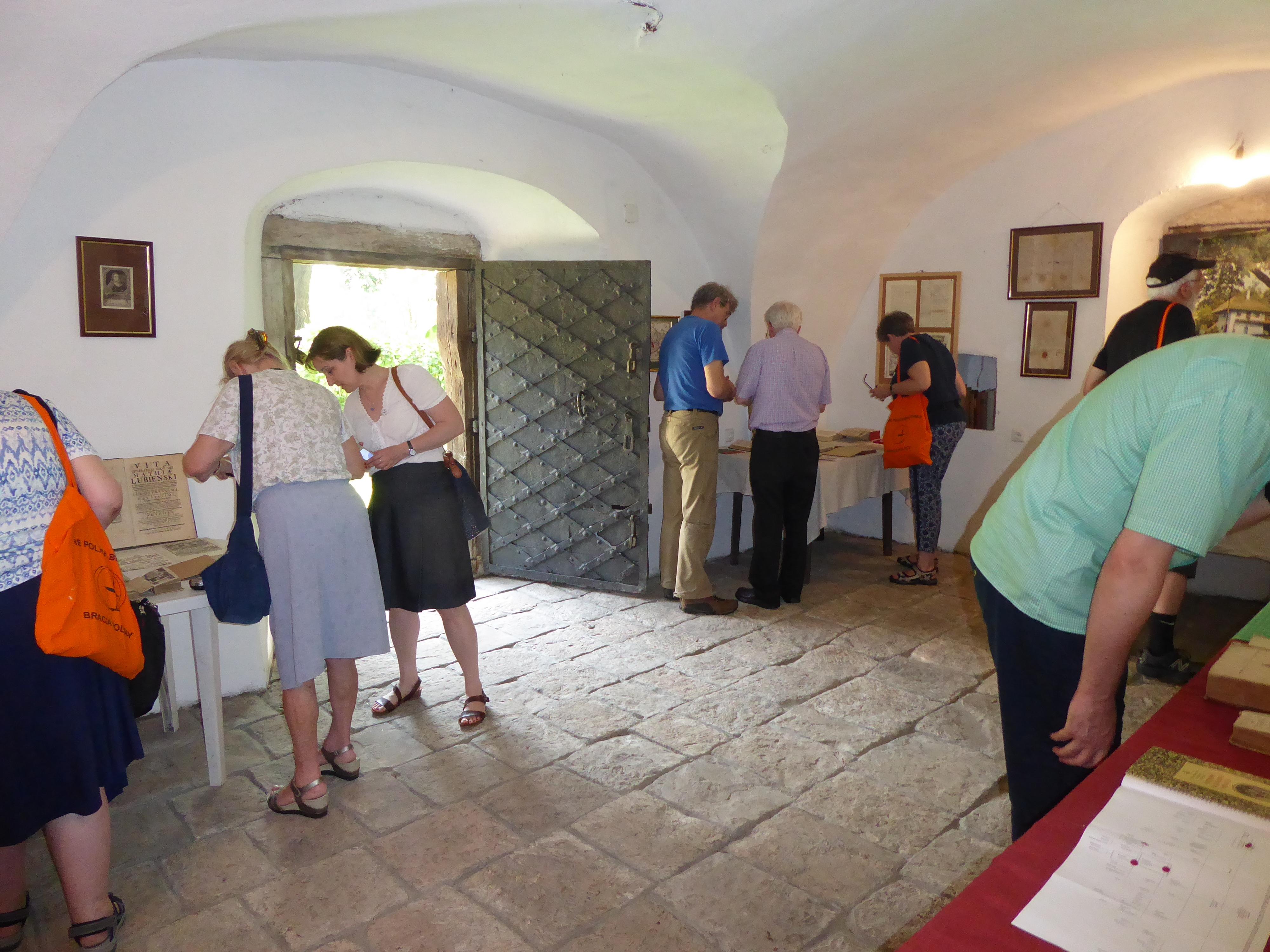 Ludynia chapel int 02