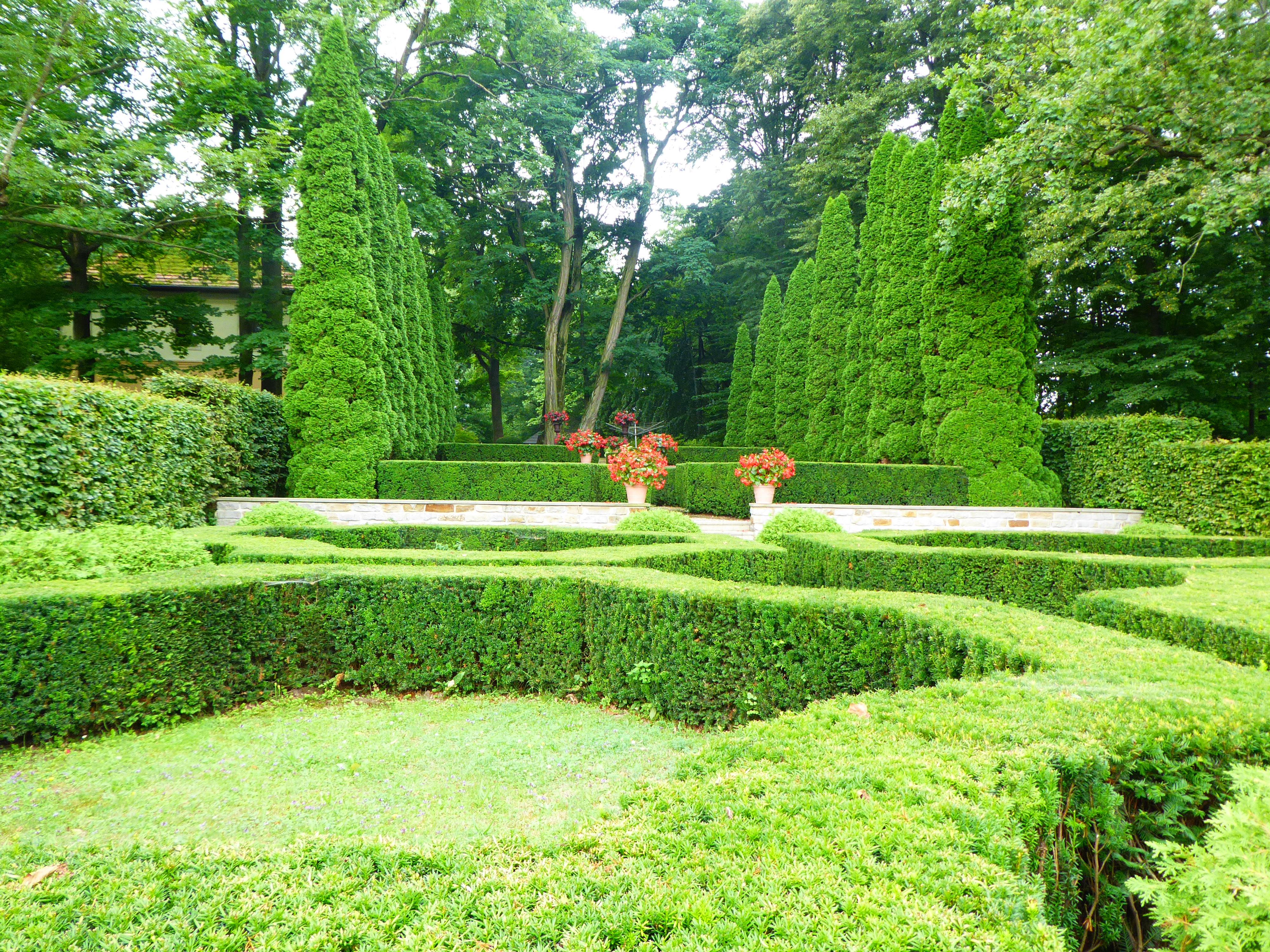 Socinus Grave Estate 04
