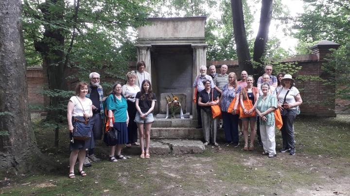 Socinus Grave pilgrims 01