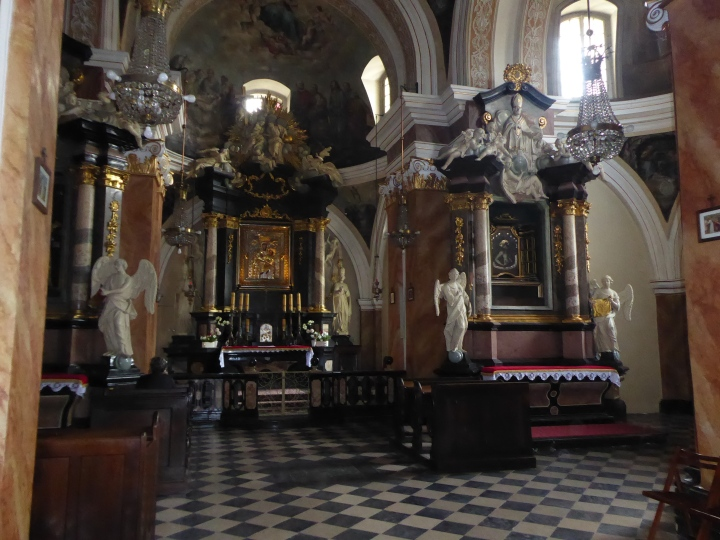 Dominican side chapel 01